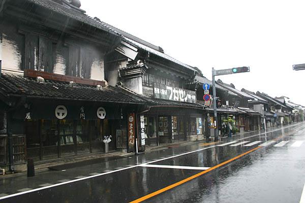 台風が近づく一番街