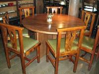 7人掛けの丸テーブル