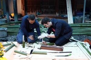 竹で一輪挿し