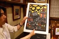 切り絵に合わせて色の和紙を貼ります