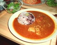 柔らかチキンとトマトのカレー黒米ごはん