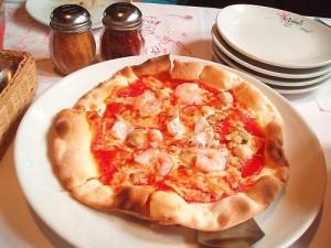 「海賊」という名前のシーフードピザ