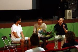 高崎卓馬氏(中央)も加わってのトークショー