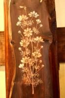 木の素材が現れる木彫画