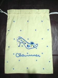 靴の刺繍の巾着袋