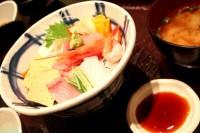 海鮮丼とお味噌汁