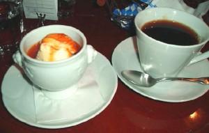 さつまいもプリンとコーヒー