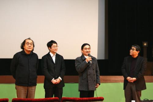 左から監督・小池征人氏、助監・督中越信輔氏、音楽・森拓治氏、製作総指揮・武重邦夫氏