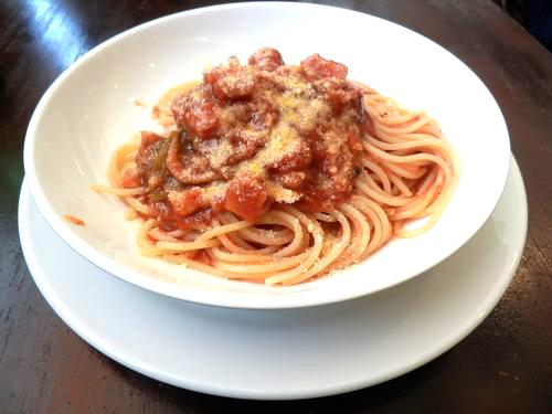 ベーコンと根菜のトマトソーススパゲティ