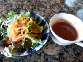 サラダと特製スープ