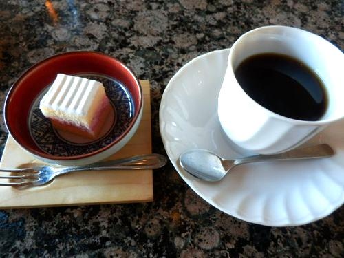 食後のコーヒーといちごケーキ