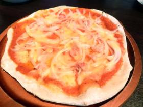 ズワイ蟹と新玉ねぎのピザ