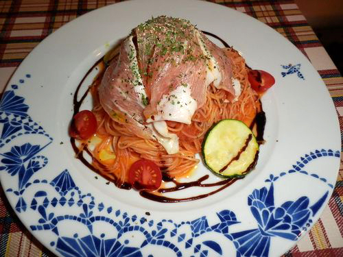 生ハムの冷製トマトソースパスタ