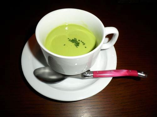 グリンピースの冷性スープ