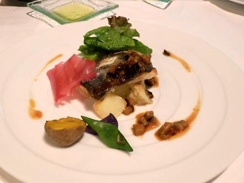 長崎県産マトウ鯛のポワレ・椎茸と長葱の醤油風味ソース