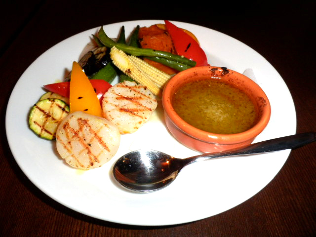 前菜のホタテと野菜のグリルをバーニャカウダで