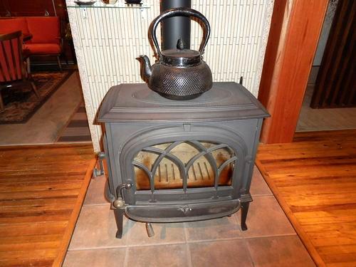 暖炉と鉄瓶