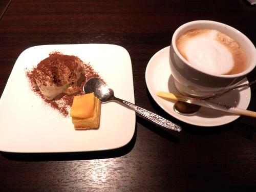 ティラミス&一口チーズケーキ、カフェラテ