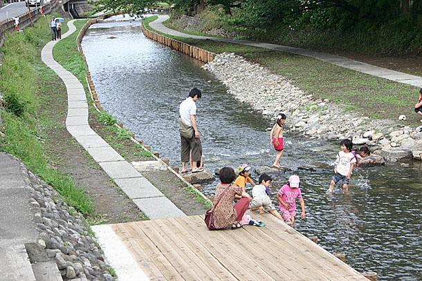 新河岸川で川遊び