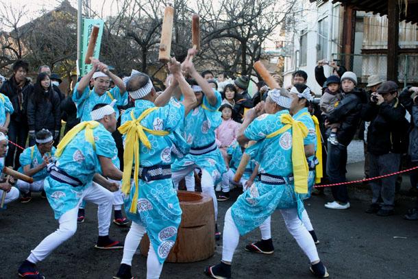 菅原神社での餅つき踊り